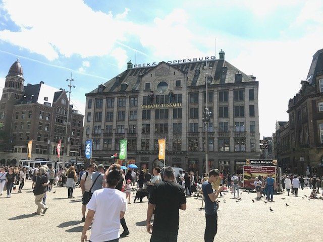 Dam square sunshine - Free things the Dutch love