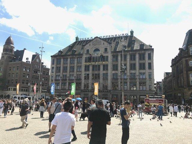 Dam square sunshine - Free things the Dutch love
