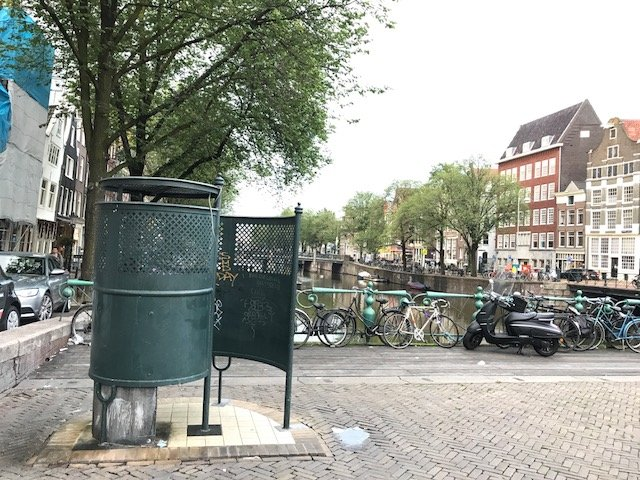 Public toilet at Nieuwmarkt - Free things the Dutch love