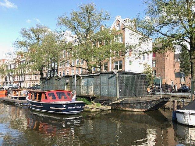Houseboat wreck