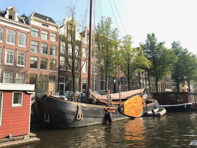 Houseboat 'old vessel'