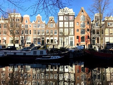 See Amsterdam with friends the local way!